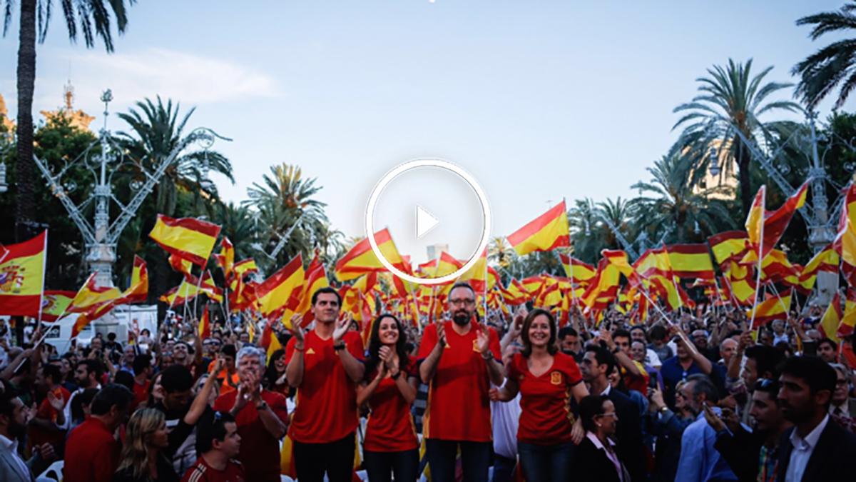 Albert Rivera y los líderes de Ciudadanos siguiendo a la selección en Barcelona (Twitter)