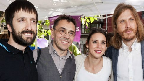 Juan Carlos Monedero e Irene Montero, en Valladolid con el candidato Del Olmo y el líder de Podemos en Castilla y León, Pablo Fernández. (EFE)