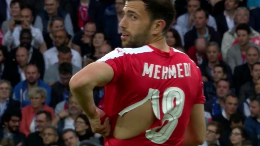 Así quedó una de las camisetas de la selección de Suiza.
