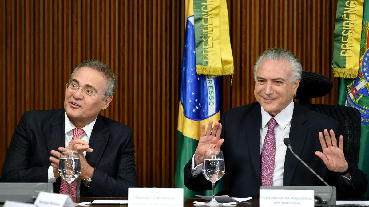 El presidente del senado de Brasil, Renan Calheiros, y el interino de la república, Michel Temer. (AFP)