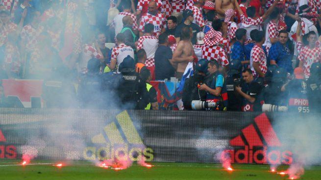 La UEFA no expulsa a Croacia y sólo le sanciona con 100.000 euros