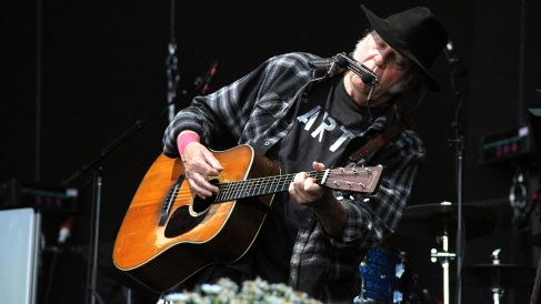 Neil Young durante su concierto en el Mad Cool. (Foto: Enrique Falcón)