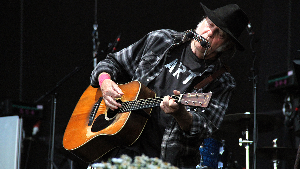 Neil Young durante su concierto en el Mad Cool. (Foto: Enrique Falcón)