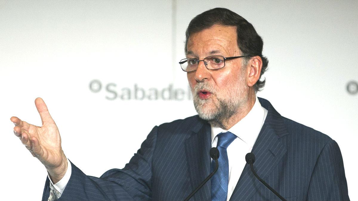 El presidente del Gobierno en funciones y líder del PP, Mariano Rajoy,durante su intervención desayuno informativo organizado por El Periódico de Catalunya (Foto: Efe)