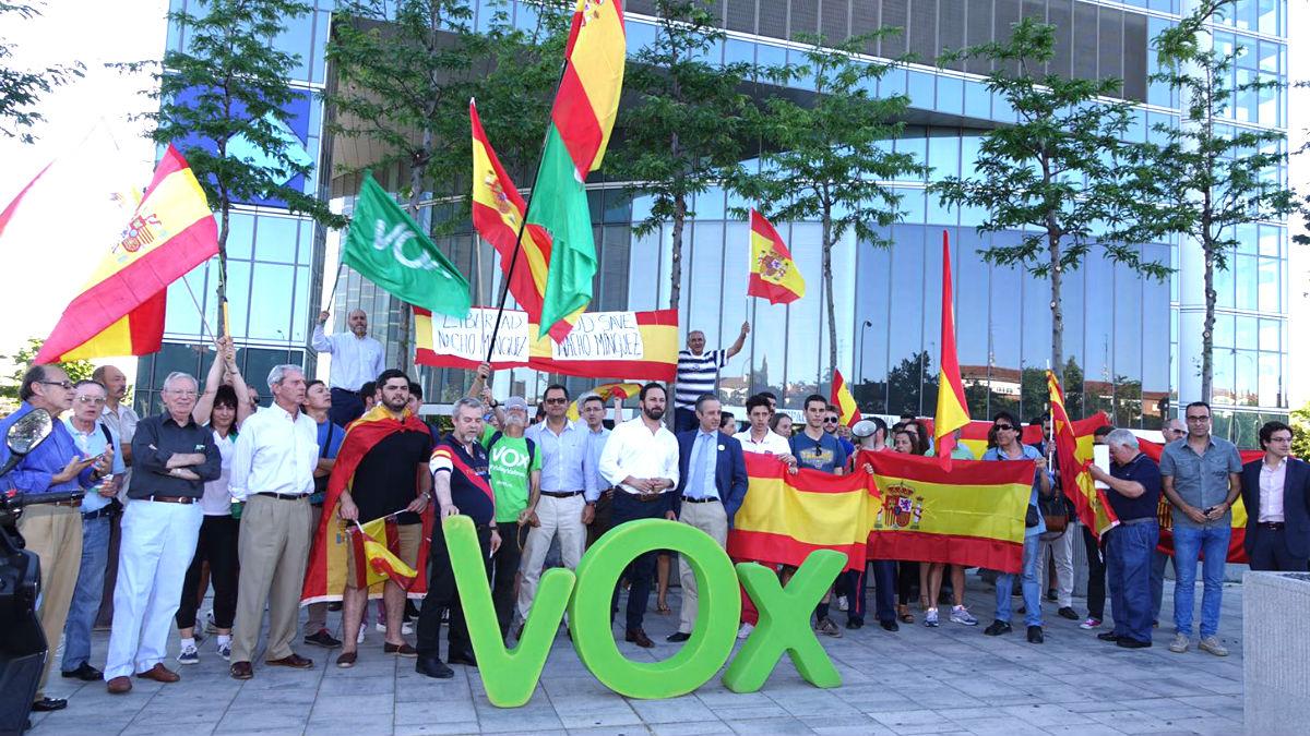 Miembros de VOX se manifiestan para pedir la libertad de Nacho Mínguez