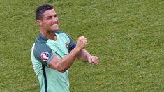 Cristiano celebra uno de sus goles ante Hungría. (AFP)