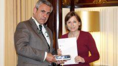 Daniel de Alfonso y la presidenta del Parlament, Carme Forcadell.