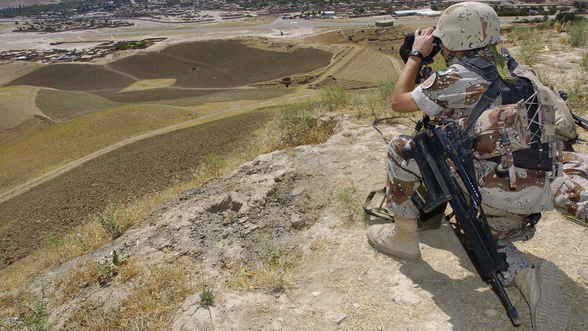 Un miembro del Escuadrón de Zapadores Paracaidistas en misión en Afganistán. (Foto: Ministerio de Defensa)