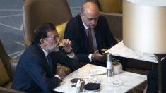 Mariano Rajoy y Jorge Fernández Díaz. (EFE)