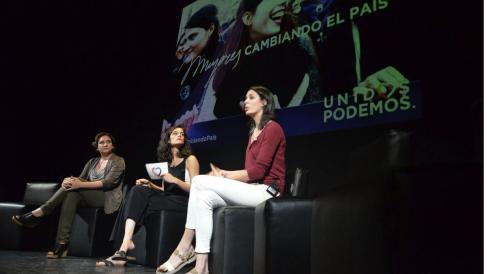 Rita Maestre junto a la alcedesa barcelonesa Ada Colau y la diputada autonómica Clara Serra. (Foto: TW)