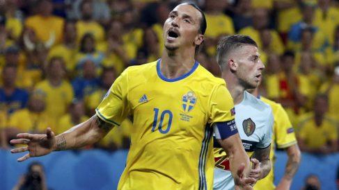 Ibrahimovic se lamenta tras fallar una ocasión ante Bélgica. (Reuters)