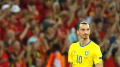 Ibrahimovic, con gesto serio tras caer ante Bélgica. (Reuters)