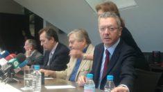 El ex ministro Alberto Ruiz-Gallardón, Leopoldo López y el abogado, Javier Cremades. (Foto: OKDIARIO)