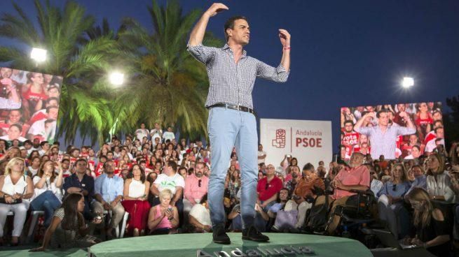 """Pedro Sánchez pide a sus votantes que no miren """"a ninguno de los lados"""""""