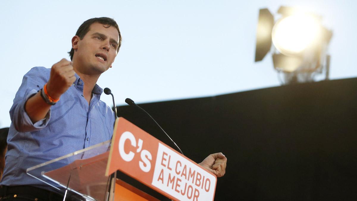 Albert Rivera en el acto de cierre de campaña de Ciudadanos (Foto: EFE)