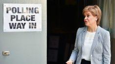 Nicola Sturgeon, líder del Partido Nacionalista Escocés, durante la jornada de votaciones del referéndum sobre la permanencia de Reino Unido en la UE. (Foto: GETTY)