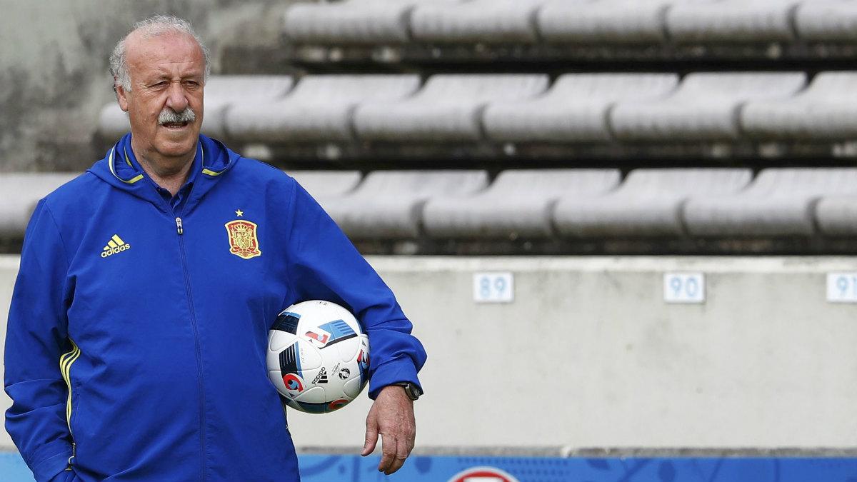 Vicente del Bosque, en un entrenamiento con la selección. (Reuters)