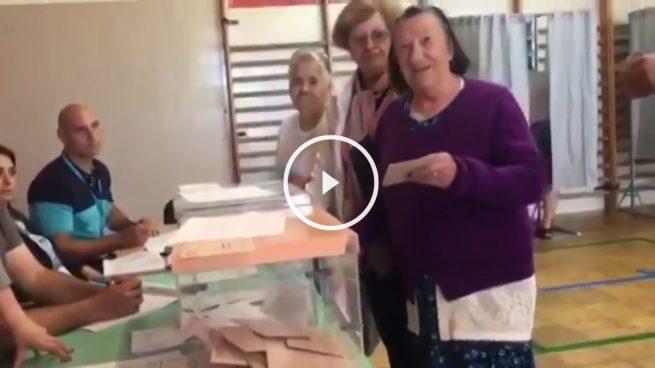 En Marea humilla a una anciana por impugnar un posible voto fraudulento