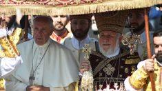 El Papa Francisco junto a Catholicós Kerekine II, el patriarca de la Iglesia Apostólica Armenia. (Foto: Getty)