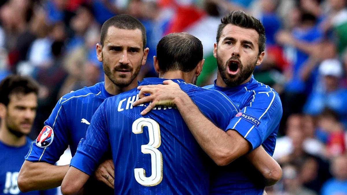 Bonucci, Barzagli y Chiellini sostienen a Italia. (Getty)