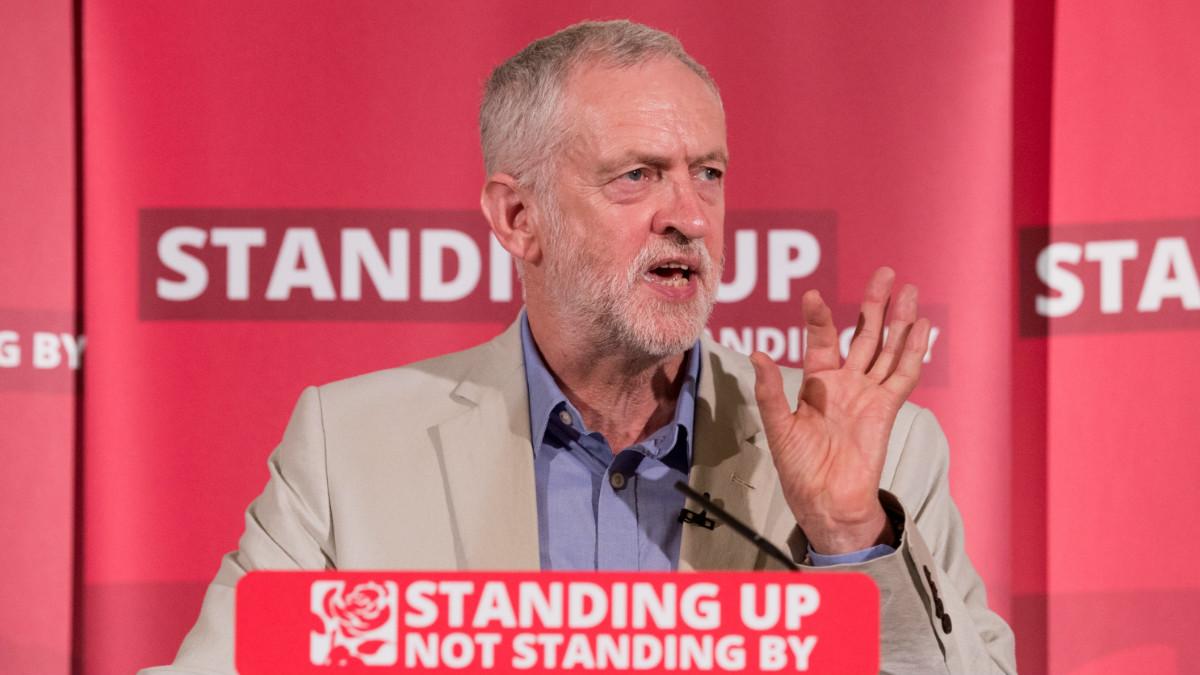 Miembros del Partido Laborista británico acusan a Jeremy Corbyn de haber mantenido un posicionamiento laxo respecto al referéndum sobre el 'brexit'. (Foto: GETTY)