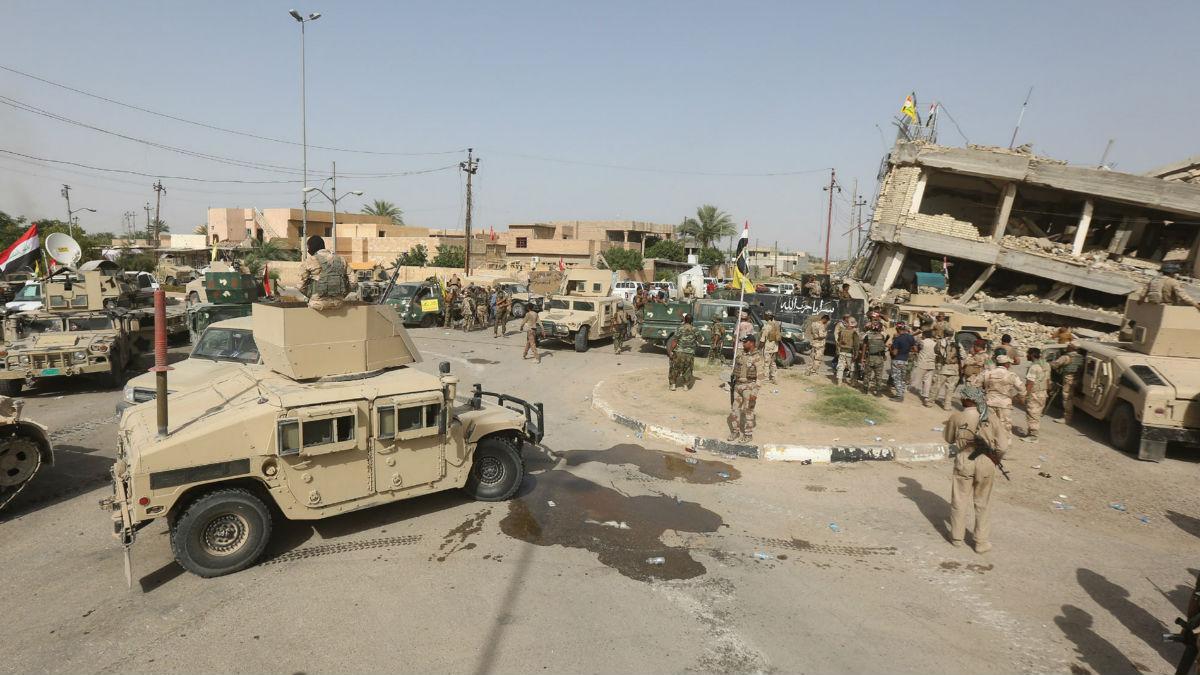 Fuerzas del ejército iraquí en uno de los barrios reconquistados de Faluya. (Foto: GETTY)