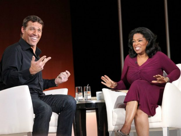 Tony Robbins con la célebre presentadora de televisión norteamericana Oprah Winfrey.