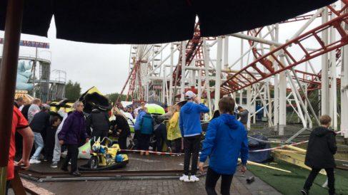 Una foto captada @_demicampbell momentos después de que la montaña rusa se saliera del carril.