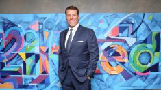 El motivador Tony Robbins cuenta con el apoyo de numerosas personalidades de la política y de la cultura.