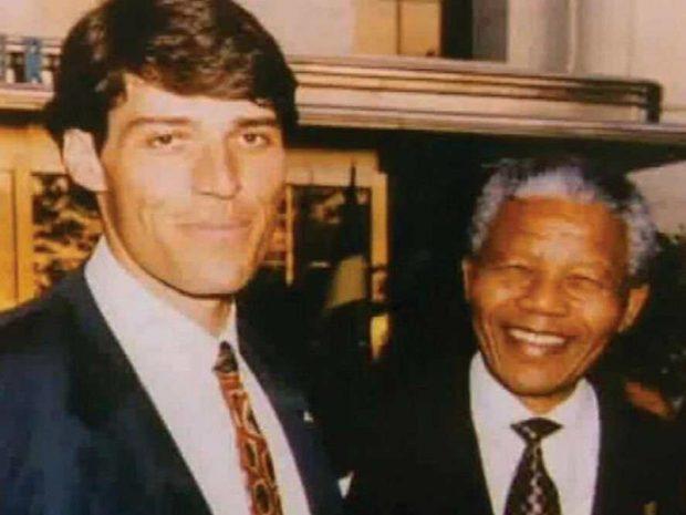 Un joven Robbins con Nelson Mandela.