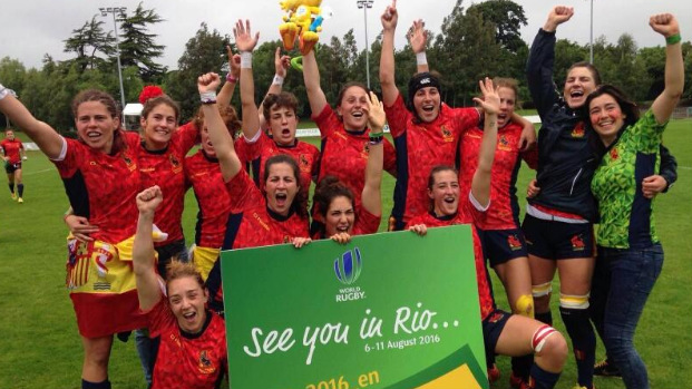 Las leonas de la selección española de rugby celebran su pase a Río.