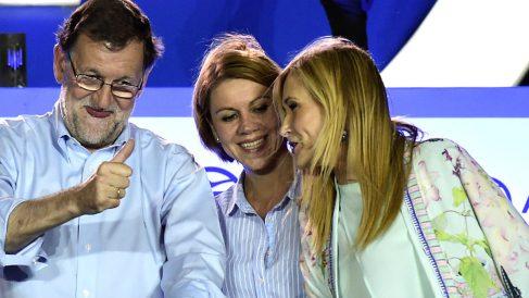 Rajoy con Cospedal y Cifuentes celebrando el triunfo del PP (FOTO:EFE)