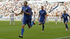 Chiellini celebra el 1-0 de Italia. (Reuters)