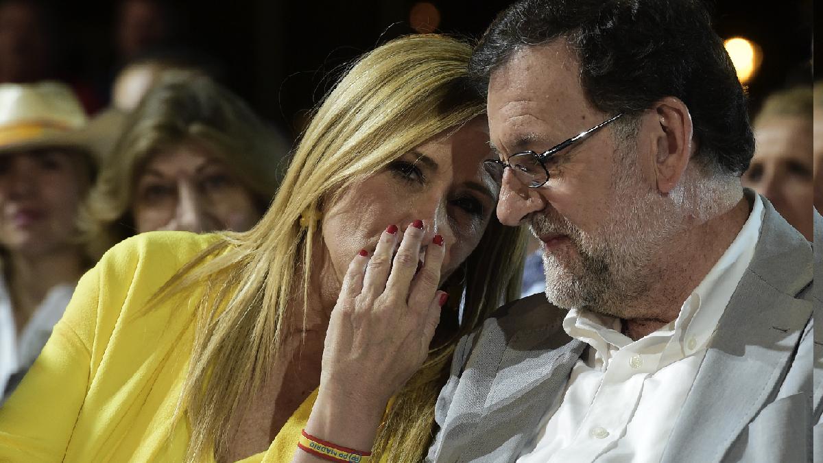 Cristina cifuentes, presidenta de la Gestora del PP madrileño con Mariano Rajoy, (Foto: AFP)