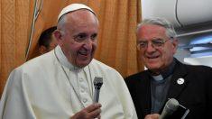 El Papa Francisco I habla con la prensa en el vuelo de vuelta a Roma después de su visita apostólica a Armenia. (Foto: AFP)