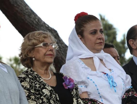 Carmena y la concejal presidenta del distrito Esther Gómez. (Foto: Madrid)
