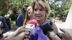 La portavoz popular Esperanza Aguirre ante la prensa. (Foto: PP)