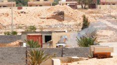 Un vehículo del Estado Islámico es alcanzado en la ofensiva sobre Faluya (Foto: Reuters)