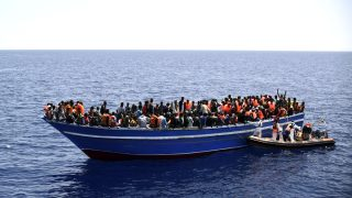 Una patera llena de inmigrantes procedentes del norte de África
