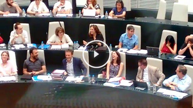 Rita Maestre se mofa de la condena al asalto a la capilla de la Autónoma en el Pleno de Madrid