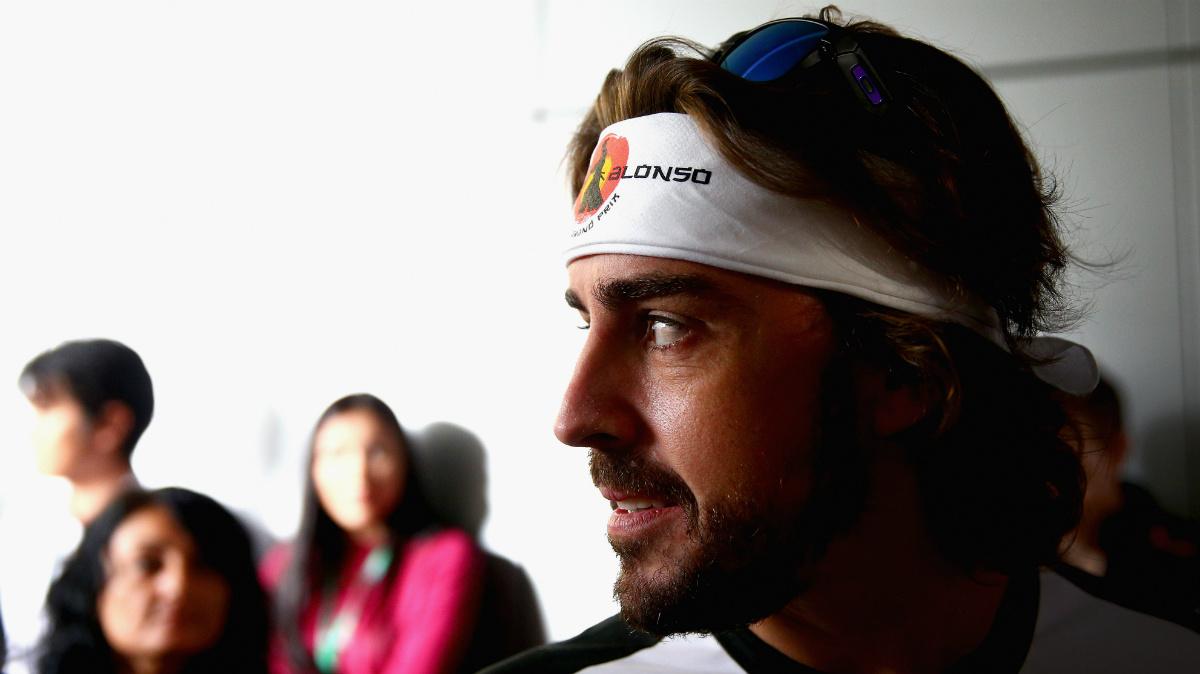 Fernando Alonso, con una cinta de luchador japonés en el pelo. (Getty)