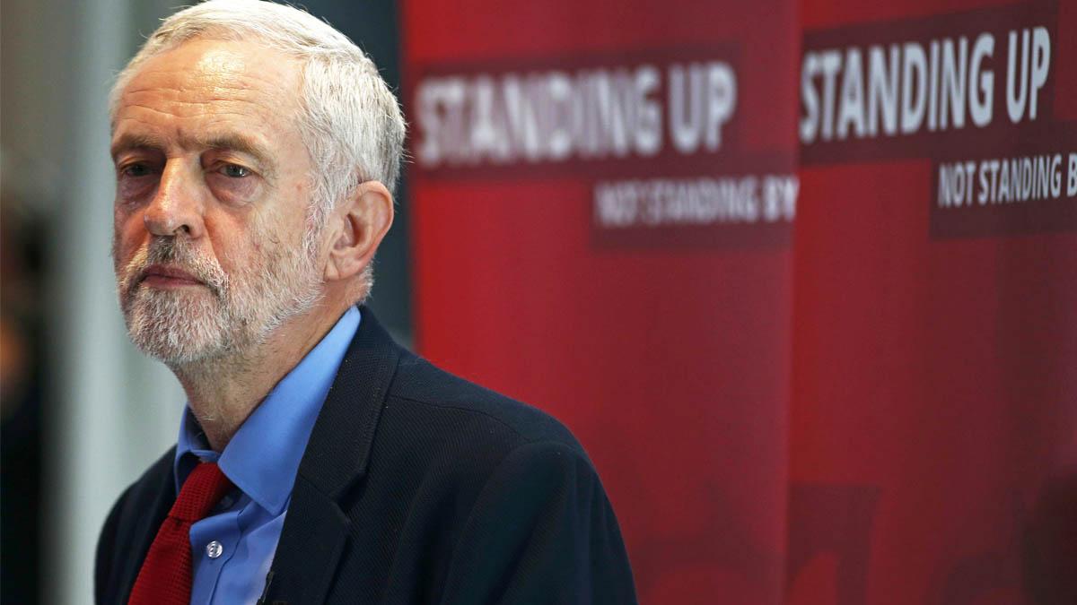 Jeremy Corbyn durante su desafortunada conferencia (Foto: Reuters)