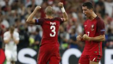 Cristiano Ronaldo, celebrando el pase a semifinales junto a Pepe.