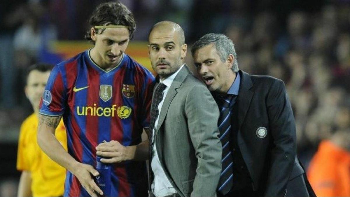 Guardiola, rodeado por Ibrahimovic y Mourinho, en una eliminatoria de Champions.