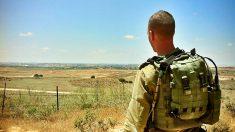 El capitán David, del ejército israelí, en la frontera de Gaza. (Foto: ADP)