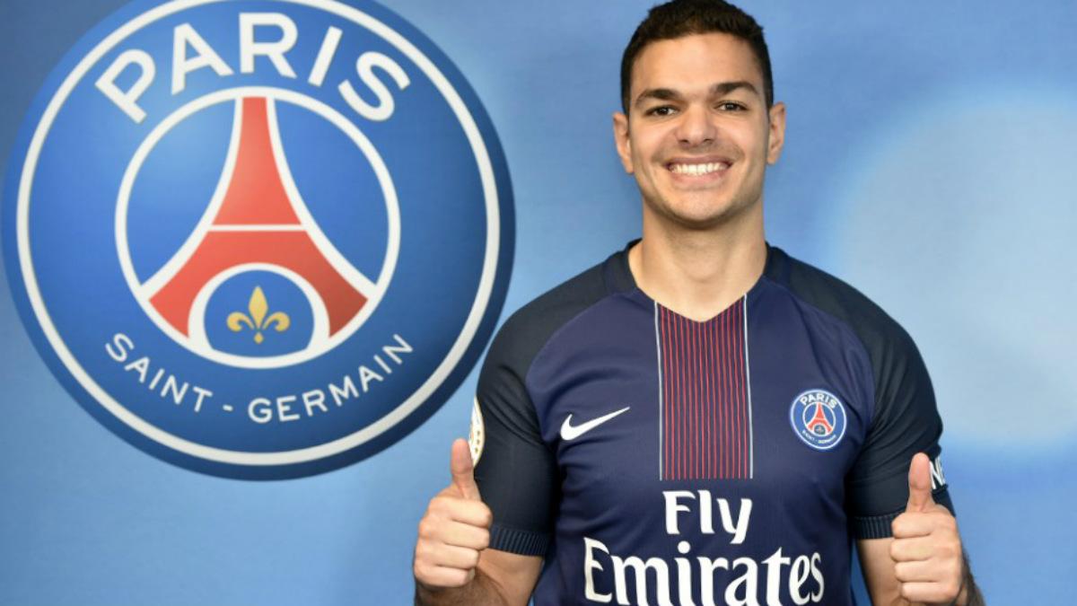 Ben Arfa posa con la camiseta del PSG. (psg.fr)