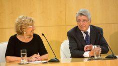 Manuela Carmena y Enrique Cerezo (Foto: AYUNTAMIENTO DE MADRID).