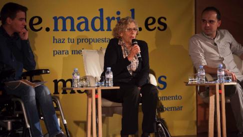 La exjueza Carmena presentando lo presupuestos participativos con Pablo Soto (Transparencia) y José M. Calvo (Urbanismo). (Foto: Madrid)