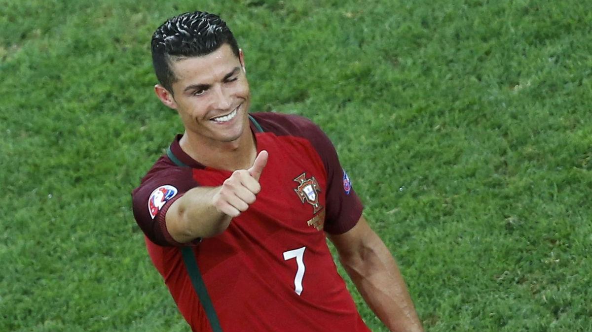 Cristiano, feliz tras eliminar a Polonia. (Reuters)