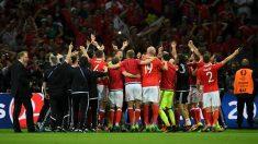 La selección de Gales, celebra su pase a semifinales de la Eurocopa. (Getty)